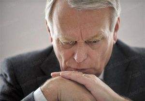 Ayrault sombre