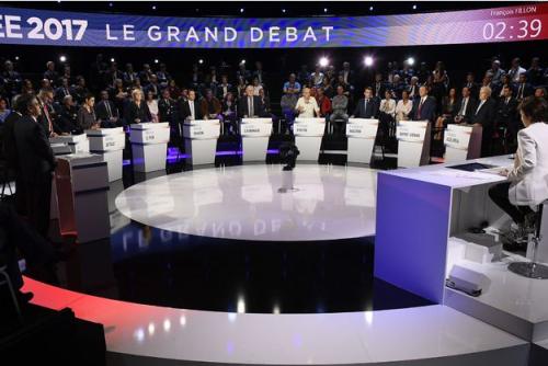 Debat-presidentiel-le-podium