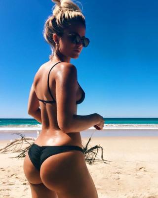 Blonde sur la plage
